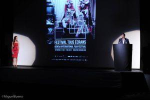 Marie-Eve Musy passe la parole à Emmanuel Cuénod lors de la cérémonie de clôture du Festival Tous Ecrans 2013.
